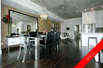 Toronto Apartment for sale: District Lofts 2 bedroom  Stainless Steel Appliances, Marble Countertop, Stainless Steel Trim, Tile Backsplash, European Appliance, Rain Shower, Glass Shower, Hardwood Floors 1,510 sq.ft.